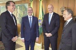 Após posse na CBF, Caboclo se reúne com Bolsonaro e debate ações para o futebol