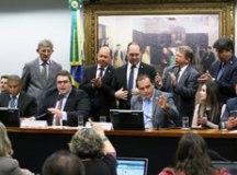 Freitas leu parecer pela admissibilidade depois de quatro horas de discussão. Foto: Vinicius Loures/Câmara