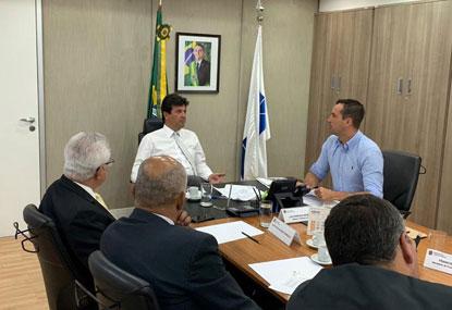 Michels se reúne com ministro da Saúde para viabilizar construção de novo hospital