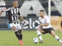 O Corinthians, de Clayson, teve atuação apagada em Itaquera, mas avançou. Foto: Daniel Augusto Jr./Agência Corinthians