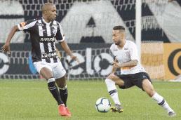 Corinthians perde para o Ceará, mas avança