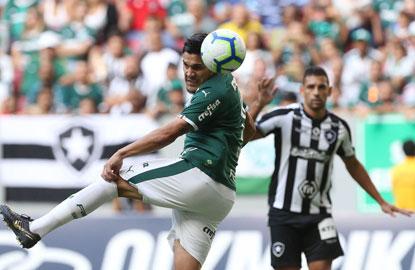 Gol da vitória foi marcado pelo zagueiro paraguaio Gustavo Gómez, de pênalti, no início do segundo tempo