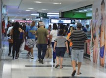 Faturamento dos shoppings no Dia das Mães cai 5% ante 2018, diz Alshop