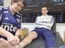 Atacante do São Paulo teve diagnosticada em exame de imagem lesão ligamentar sofrida no clássico com o Palmeiras, disputado no sábado. Foto: Erico Leonan/SPFC