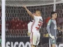 S.Paulo goleia a Chapecoense e pula para o 5º lugar