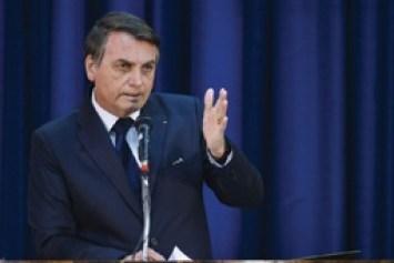 Bolsonaro cogita indicar filho para ser embaixador nos EUA