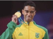 Brasil conquista medalhas de ouro no surfe e no badminton do Pan-Americano de Lima