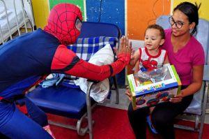 Centro Hospitalar de Santo André recebe super-heróis em ação de Dia das Crianças