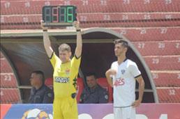 Atacante Felipe comemora estreia como profissional do Cachorrão