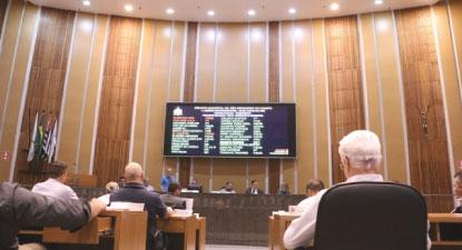 Câmara de S.Bernardo aprova isenção de taxas a taxistas