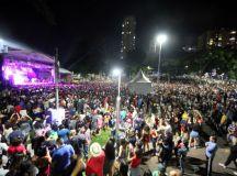 Show de aniversário reúne 30 mil pessoas em Diadema