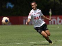 Antony sofre lesão no tornozelo esquerdo, deixa treino do São Paulo e vira dúvida
