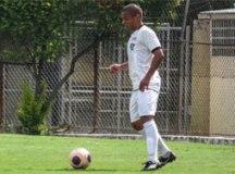 Volante do EC São Bernardo comemora primeiro gol com a camisa do clube