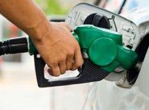 Gasolina cai ao menor valor desde outubro de 2011 na refinaria, mas não chega à bomba