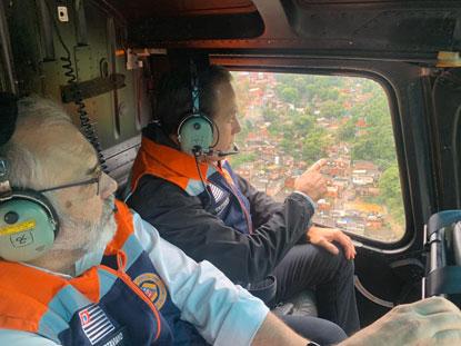 Na Baixada Santista, chuva forte deixa ao menos 12 mortos e 46 desaparecidos