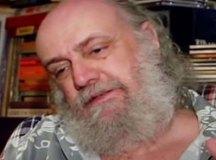 Com suspeita de covid-19, Aldir Blanc está internado em estado grave
