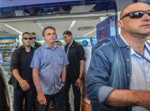 'Ninguém vai tolher meu direito de ir e vir', diz Bolsonaro em novo passeio