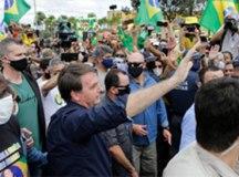 De helicóptero, Bolsonaro vai a ato no Palácio do Planalto