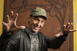 Além da música, artistas promovem bate-papo e discussão política em lives