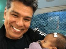 Maurício Mattar em post com neta recém-nascida: 'princesinha mais linda do vovô'