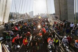 Em dia de greve, motoboys protestam; aplicativos relatam operação normal