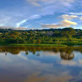 Um dos lagos do Aldeia do Vale retratado por Alessandra Portela