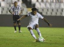 Marinho se torna referência e líder e tem sido decisivo no Santos