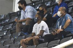 Sob o olhar de Robinho, Atlético-GO derruba invencibilidade de 12 jogos do Santos