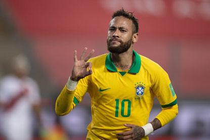 Dois pênaltis convertidos por Neymar compensaram as falhas na defesa e a falta de criatividade do time brasileiro. Foto: Lucas Figueiredo/CBF