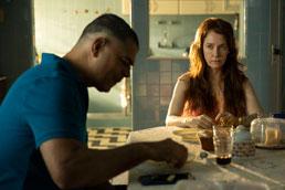 Edu Moscovis tem atuação impecável em 'Bom Dia, Verônica', na Netflix