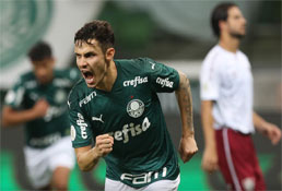 Com dois gols de Raphael Veiga, Palmeiras bate Fluminense e assume o 5º lugar