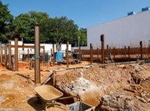 Intervenções avançaram nas últimas semanas, com a finalização das estruturas e fundações e o início da instalação dos pilares da estrutura metálica. Foto: Eric Romero / PMSCS