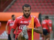 Daniel Alves volta ao São Paulo, que inicia série difícil no clássico com Corinthians
