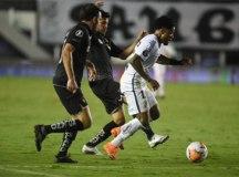 Santos perde da LDU na Vila, mas avança às quartas de final da Libertadores