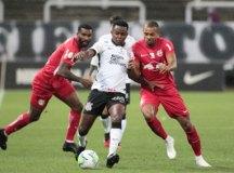 Corinthians perde do Bragantino e fica distante de vaga na Libertadores