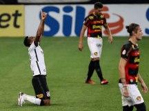 Corinthians mostra reação, bate Sport e mantém sonho de vaga na Libertadores