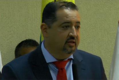 Oliveira toma posse em Mauá prometendo priorizar emprego; oposicionista assume Câmara