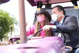 Chris Morais e Tirso Meirelles, durante tratoraço em Barretos. Foto: Divulgação