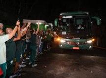 Com festa e aglomeração da torcida, Palmeiras embarca para o Mundial no Catar