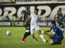 Santos supera Corinthians, afasta rival da briga e se aproxima da Libertadores