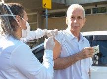Imunização ocorrerá em sistema drive-thru no Paço Municipal, no estacionamento da Craisa e no Estádio Bruno Daniel. Foto: Alex Cavanha/PSA