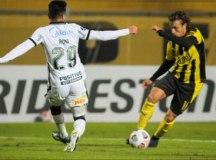 Goleado pelo Peñarol, por 4 a 0, Corinthians é eliminado da Sul-Americana