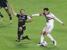 São Paulo derrota Sporting Cristal, mas fica em segundo no grupo