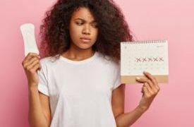Tríade da mulher atleta: parar de menstruar antes da hora é sinal de alerta para diminuir o ritmo.Foto: Freepik