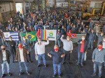 Lula, José de Filippi, autoridades da cidade e sindicalistas foram recebidos pelos trabalhadores da cooperativa. Foto: Ricardo Stuckert