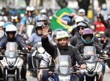 Bolsonaro durante passeio de moto na cidade do Rio. Foto: Alan Santos/PR