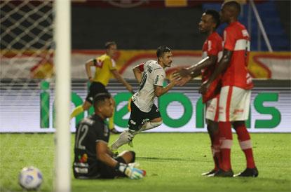 Com gol de Willian, Palmeiras derrota CRB por 1 a 0 em Maceió pela Copa do Brasil