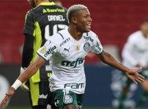 Com um a menos, Palmeiras marca no fim e supera o Inter no Beira-Rio