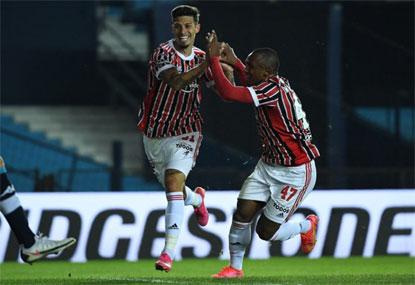 São Paulo faz 3 fora de casa, elimina o Racing e avança na Libertadores