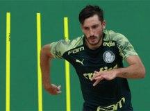 Diretor da Roma confirma contratação do uruguaio Viña, do Palmeiras